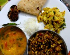 Jeera_aloo_served_with_sprouts_and_dal